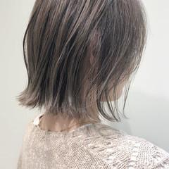 切りっぱなしボブ ブリーチカラー エレガント 大人ハイライト ヘアスタイルや髪型の写真・画像