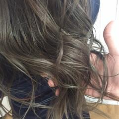 アッシュグレージュ モード ブリーチ ハイライト ヘアスタイルや髪型の写真・画像