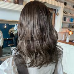 透け感 ナチュラル グレージュ シルバーグレージュ ヘアスタイルや髪型の写真・画像