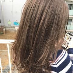 アッシュ ストレート アッシュベージュ セミロング ヘアスタイルや髪型の写真・画像
