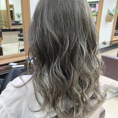 ロング ガーリー グレージュ ミルクティー ヘアスタイルや髪型の写真・画像