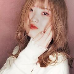 セミロング 韓国ヘア ガーリー アッシュベージュ ヘアスタイルや髪型の写真・画像