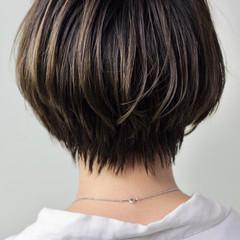 ショート ナチュラル グレージュ 極細ハイライト ヘアスタイルや髪型の写真・画像