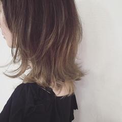 くせ毛風 イルミナカラー 外国人風 アッシュ ヘアスタイルや髪型の写真・画像