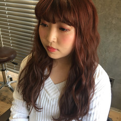 レッド ウェーブ 波ウェーブ ロング ヘアスタイルや髪型の写真・画像