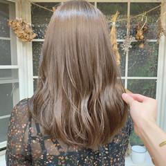 ロング ブリーチなし グレージュ ヘアカラー ヘアスタイルや髪型の写真・画像