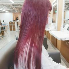 ロング チェリーレッド ダブルカラー イルミナカラー ヘアスタイルや髪型の写真・画像