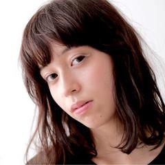 ラベンダーピンク ワイドバング ミディアム ニュアンス ヘアスタイルや髪型の写真・画像