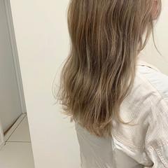 アッシュベージュ ブリーチ ミルクティーベージュ ロング ヘアスタイルや髪型の写真・画像