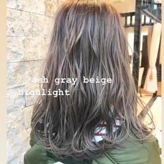 アッシュ ミルクティーグレージュ 3Dハイライト アッシュグレージュ ヘアスタイルや髪型の写真・画像