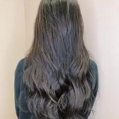 ダークグレー 艶カラー フェミニン 透明感カラー ヘアスタイルや髪型の写真・画像