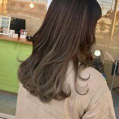 オフィス セミロング ゆるふわ リラックス ヘアスタイルや髪型の写真・画像