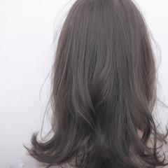 セミロング ハイトーン アッシュ 透明感 ヘアスタイルや髪型の写真・画像