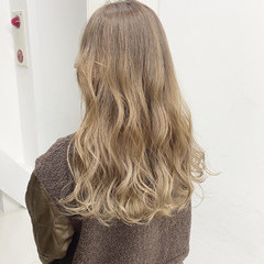 ミルクティーグレージュ ロング ミルクティーベージュ 外国人風カラー ヘアスタイルや髪型の写真・画像