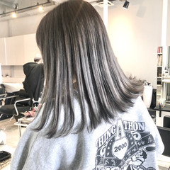 グレージュ モード セミロング アッシュグレー ヘアスタイルや髪型の写真・画像