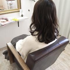 アッシュ ミディアム 大人かわいい 暗髪 ヘアスタイルや髪型の写真・画像