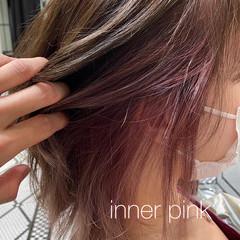 ガーリー ミディアム インナーピンク イヤリングカラー ヘアスタイルや髪型の写真・画像