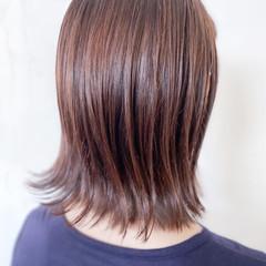 インナーカラーグレージュ 切りっぱなしボブ ミディアム ミルクティー ヘアスタイルや髪型の写真・画像