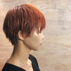 アプリコットオレンジ うざバング ショート マッシュ ヘアスタイルや髪型の写真・画像