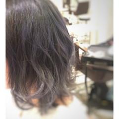 ミディアム フェミニン アッシュ グラデーションカラー ヘアスタイルや髪型の写真・画像
