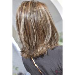 セミロング モード ミルクティーベージュ 切りっぱなしボブ ヘアスタイルや髪型の写真・画像