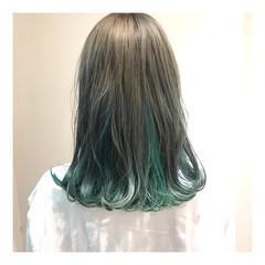 インナーグリーン ハイトーンカラー グリーン インナーカラー ヘアスタイルや髪型の写真・画像