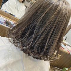 フェミニン デート 大人ハイライト バイヤレージュ ヘアスタイルや髪型の写真・画像