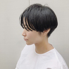 センターパート カジュアル ショート マニッシュ ヘアスタイルや髪型の写真・画像