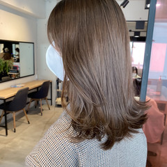 ベージュカラー アッシュベージュ ミディアム アッシュグレージュ ヘアスタイルや髪型の写真・画像