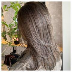 セミロング ミルクティーベージュ ミントアッシュ 極細ハイライト ヘアスタイルや髪型の写真・画像