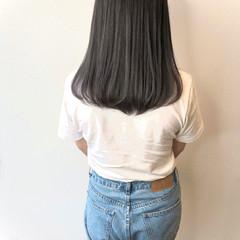 ナチュラル シルバーグレイ グレーアッシュ ブリーチオンカラー ヘアスタイルや髪型の写真・画像