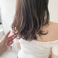 フェミニン アンニュイほつれヘア ウルフカット 前髪あり ヘアスタイルや髪型の写真・画像