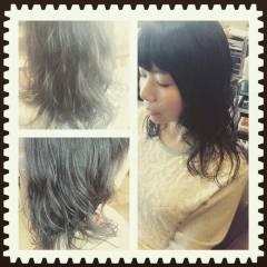 パーマ セミロング ミディアム くせ毛風 ヘアスタイルや髪型の写真・画像