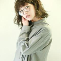 ナチュラル パーマ 暗髪 ミディアム ヘアスタイルや髪型の写真・画像