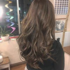 ロング 巻き髪 イルミナカラー ナチュラル ヘアスタイルや髪型の写真・画像