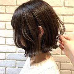 地毛風カラー 外ハネボブ 切りっぱなしボブ アッシュグレージュ ヘアスタイルや髪型の写真・画像