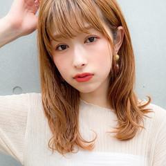 ミディアム フェミニン シースルーバング デジタルパーマ ヘアスタイルや髪型の写真・画像