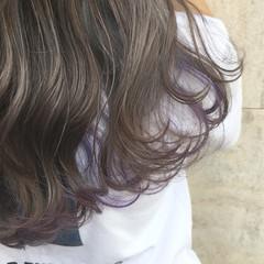 ロング インナーカラー ハイトーン グレージュ ヘアスタイルや髪型の写真・画像
