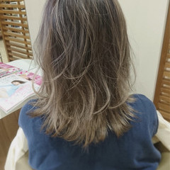 カール ハイトーン ミディアム グラデーションカラー ヘアスタイルや髪型の写真・画像