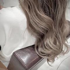 ナチュラル ベージュ ロング グラデーションカラー ヘアスタイルや髪型の写真・画像