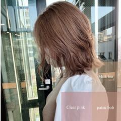 切りっぱなしボブ 艶カラー ミルクティーベージュ ナチュラル ヘアスタイルや髪型の写真・画像