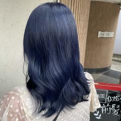 ダブルカラー セミロング ブルーブラック ナチュラル ヘアスタイルや髪型の写真・画像