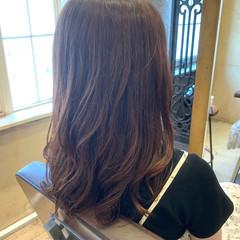ナチュラル ゆるふわパーマ ロング レイヤーカット ヘアスタイルや髪型の写真・画像