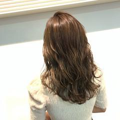 ミルクティーベージュ ナチュラル 透明感カラー セミロング ヘアスタイルや髪型の写真・画像