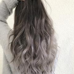 ハイトーン グラデーションカラー グレー エレガント ヘアスタイルや髪型の写真・画像