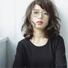 セミロング 波ウェーブ コンサバ 大人女子 ヘアスタイルや髪型の写真・画像