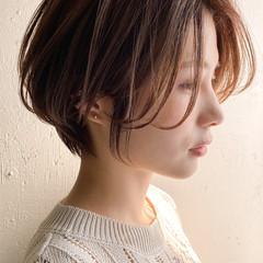 ショートヘア ナチュラル アンニュイほつれヘア デジタルパーマ ヘアスタイルや髪型の写真・画像