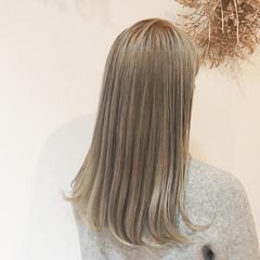 ベージュ ナチュラル ミルクティーベージュ ブリーチ ヘアスタイルや髪型の写真・画像