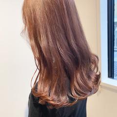 ピンクアッシュ ミルクティーベージュ 切りっぱなしボブ セミロング ヘアスタイルや髪型の写真・画像