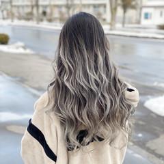 フェミニン ホワイトカラー バレイヤージュ ホワイトアッシュ ヘアスタイルや髪型の写真・画像
